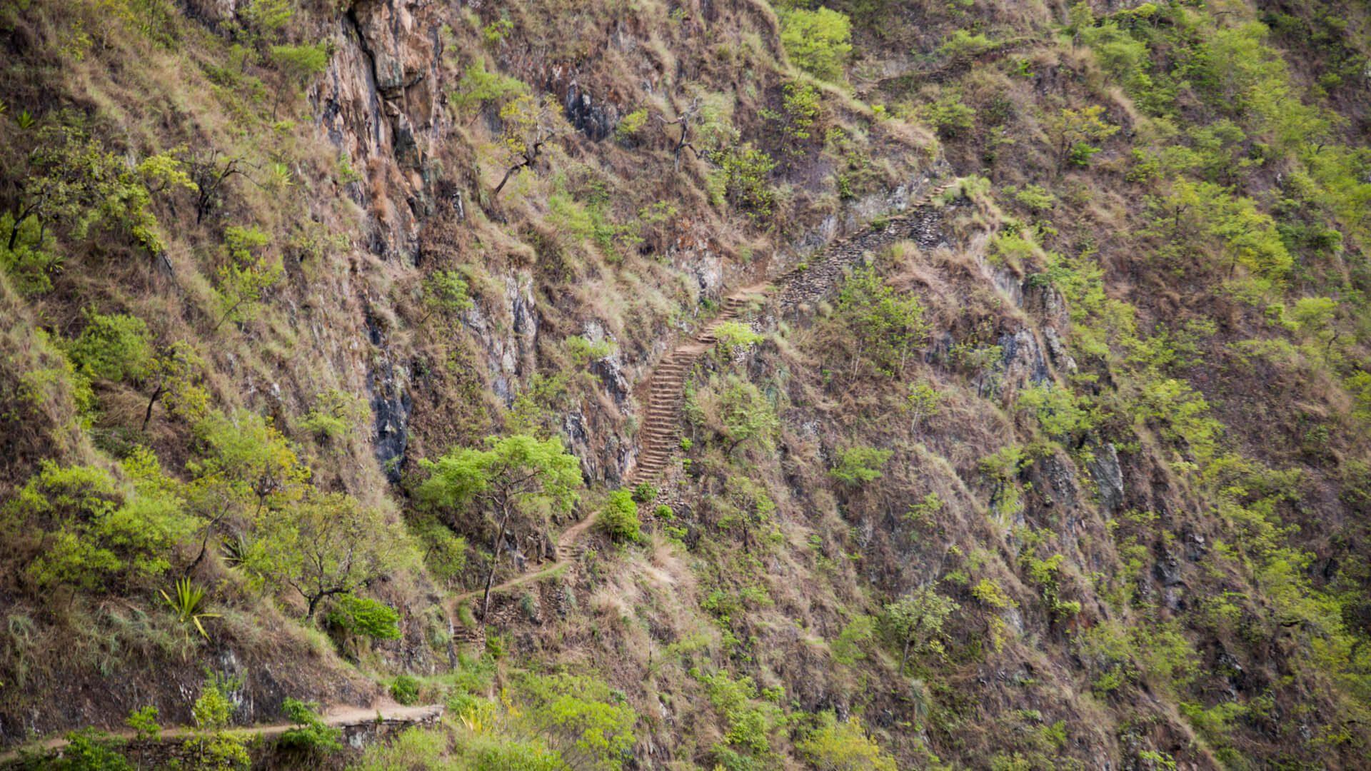 Steep lesser Inca trail in arid mountain slope  | Responsible Travel Peru